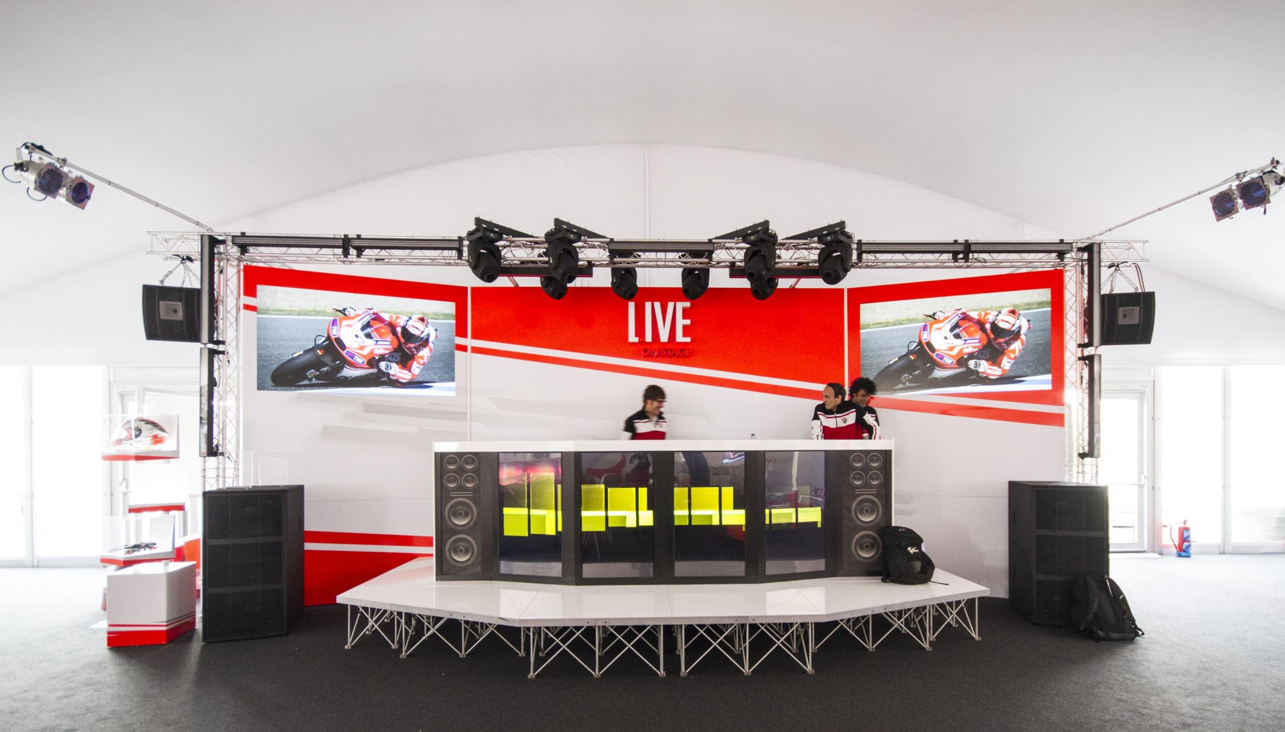 Diseño y montaje de áreas privadas para eventos. VIP Village. Proyecto realizado para Phillip Morris en el Mundial de MotoGP.